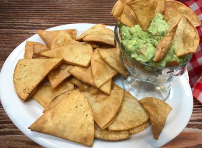 Guacamole with nachos - Guacamol con nachos